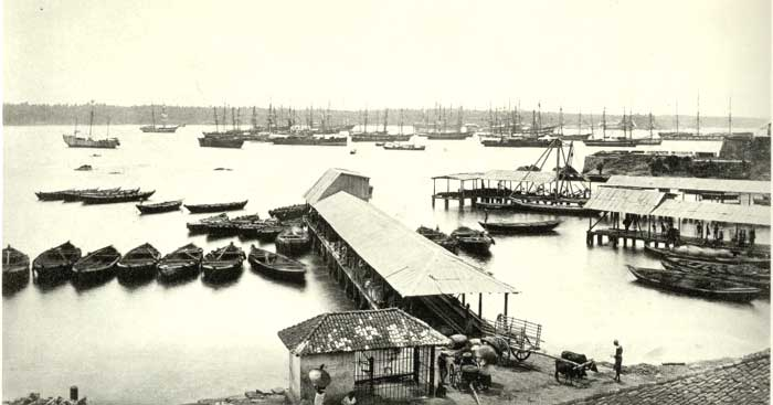 Galle Harbour - 1872 : Some of the supply boats shown in this photographs may have belonged to Christopher Perera Abeywardena and his sons.
